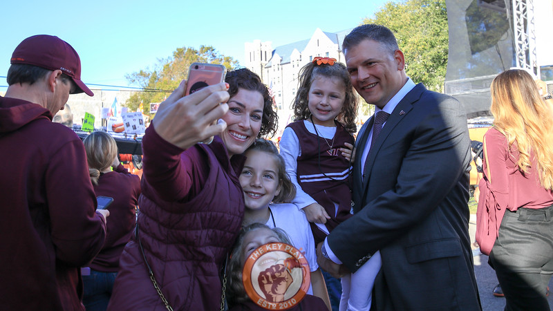 Head coach Justin Fuente poses for a selfie with his family before being interviewed on the GameDay set. (Mark Umansky/TheKeyPlay.com)