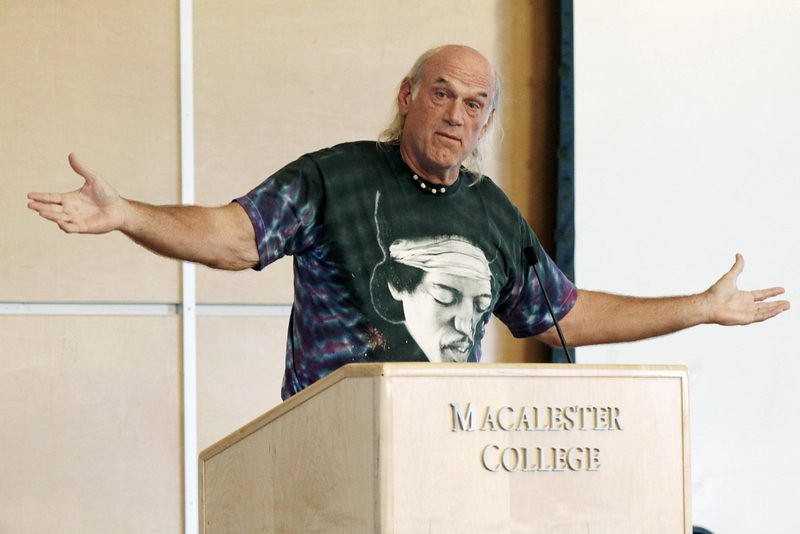 ". <p>10. (tie) JESSE VENTURA <p>Covers up his military records even more desperately than he used to cover his bald spot. (5) <p><b><a href=\'http://www.startribune.com/local/227250991.html\' target=""_blank\""> HUH?</a></b> <p>    (AP Photo/Jim Mone, File)"