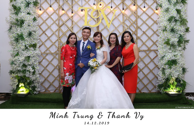 Trung-Vy-wedding-instant-print-photo-booth-Chup-anh-in-hinh-lay-lien-Tiec-cuoi-WefieBox-Photobooth-Vietnam-034.jpg