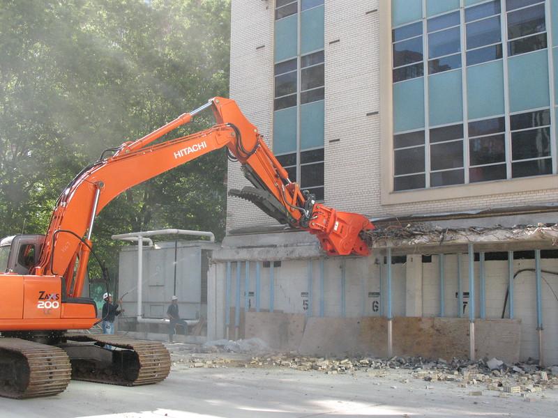 NPK U21JR concrete pulverizer on Hitachi excavator-commercial demolition (20).JPG