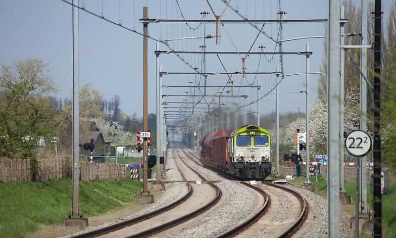 Captrain 6601 on the coal train 48871 (Born - Bressoux/B - Bettembourg-Marchandises/L) approaching Eijsden.