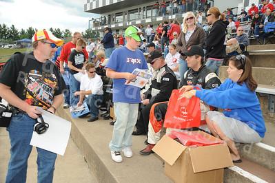 Autograph Session, Pre Race, & Fans