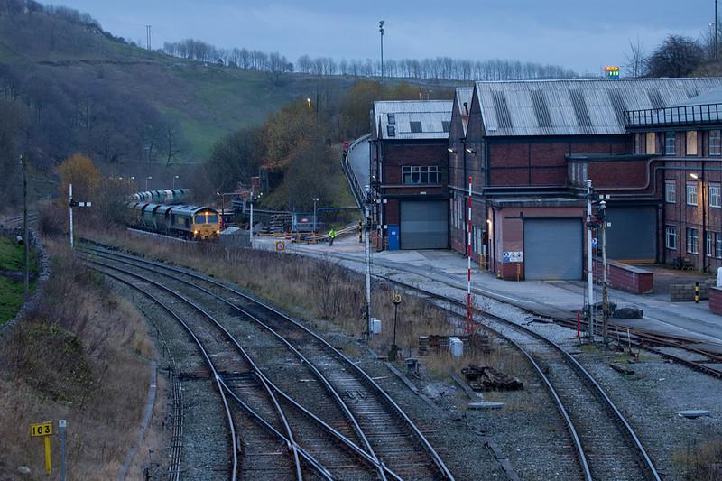 Freightliner rock train ready to depart Great Rocks Jct.