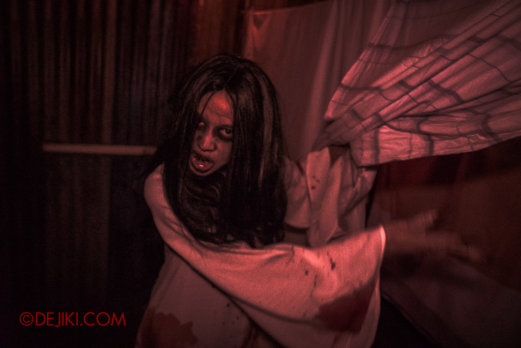USS Halloween Horror Nights 8 – Pontianak haunted house – Pontianak twilight red sheets
