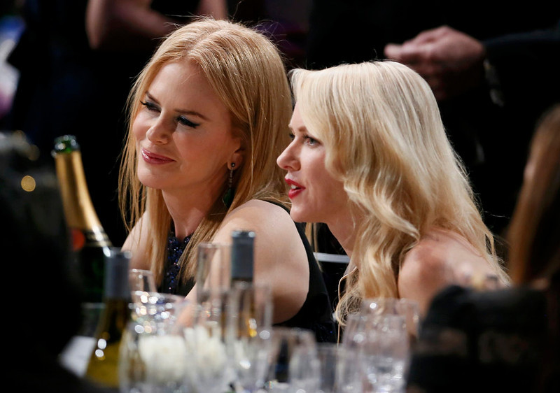 . Actresses Nicole Kidman (L) and Naomi Watts sit together during a commercial break at the 19th annual Screen Actors Guild Awards in Los Angeles, California January 27, 2013.   REUTERS/Lucy Nicholson