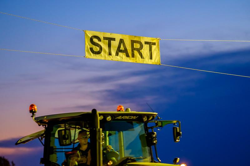 Tractor Pulling 2015-2106.jpg