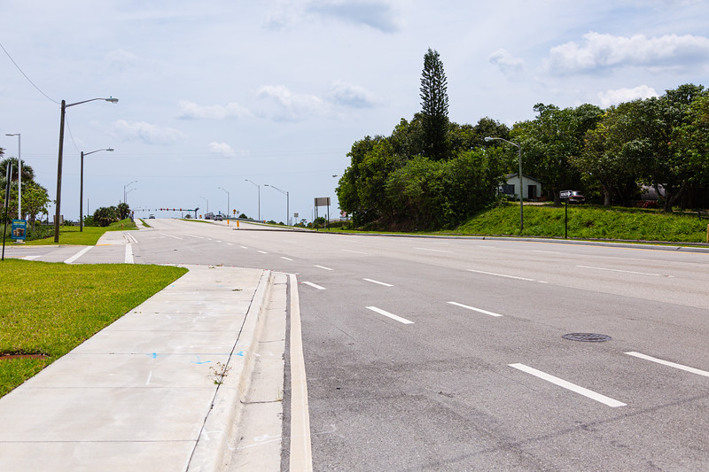 Traffic is sparse on looking east on Hypoluxo Road in Boynton Beach, FL, Monday, April 20, 2020. [JOSEPH FORZANO/palmbeachpost.com]