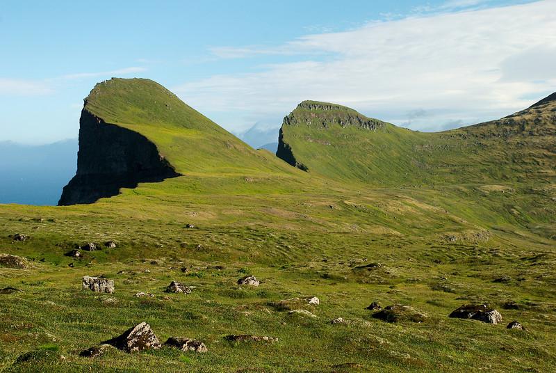 Elífstindur, Harðviðrisgjá, Skófnaberg og Almenningaskarð.
