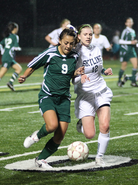 Woodinville:  Lilly Wilson;  Skyline:  Alisha Connors Woodinville High Girls Varsity Soccer 2010  ©Neir