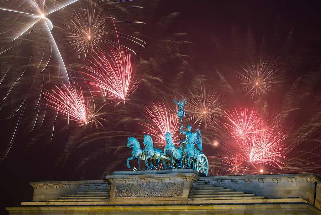 . Fireworks explode during the New Year\'s party at Brandenburg Gate in Berlin, Thursday, Jan. 1, 2015. (AP Photo/dpa, Lukas Schulze)