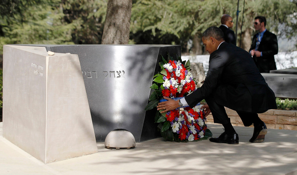 . U.S. President Barack Obama lays a wreath at the grave of former Israeli Prime Minister Yitzhak Rabin at Mt Herzl in Jerusalem March 22, 2013.   REUTERS/Jason Reed