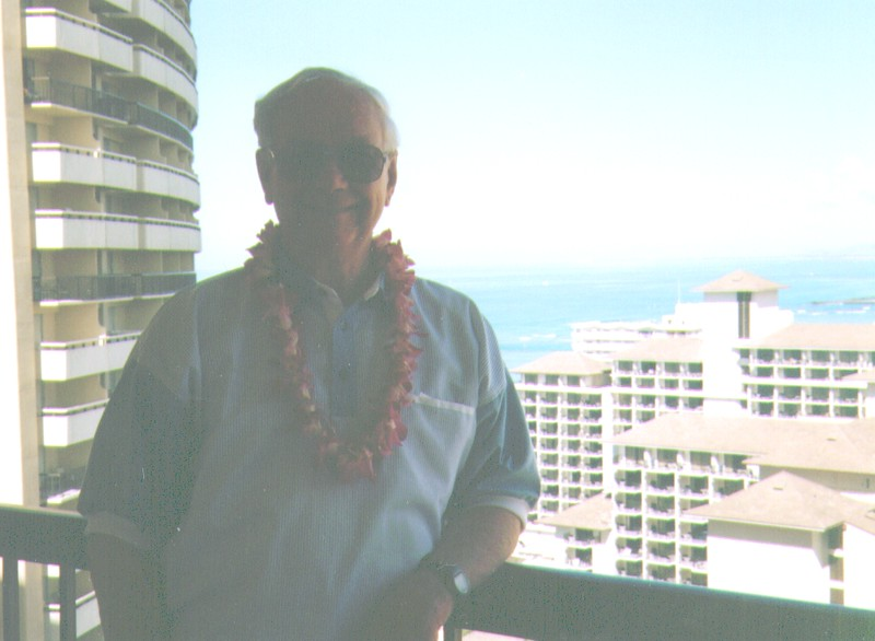 Wayne on balcony of our room at Sheraton Waikaiki, April1997,   928x680.jpg