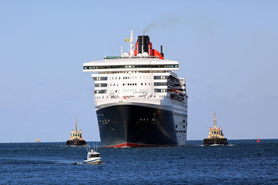 Queen Mary 2 Arrives in Fremantle Feb 2014