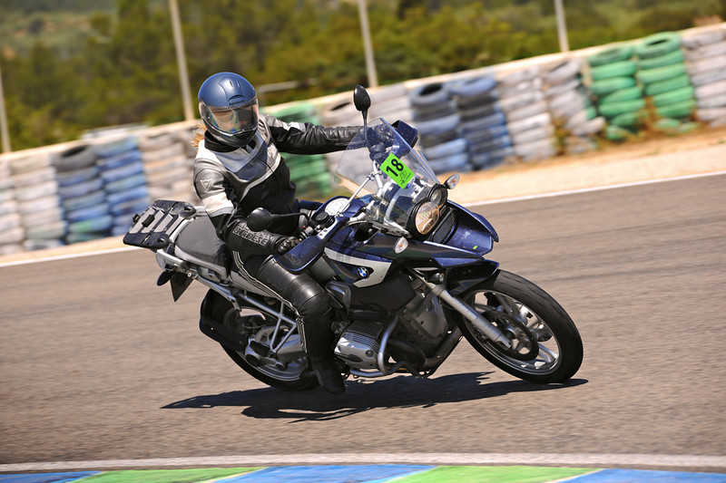 Photo4: 1/4 - German born (Trier, Mosel) Ellen, living in Valencia, Spain and her R1200GS - track day at Almeria in Spain,  training with the Californian Superbike School...