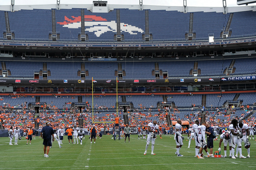 . The Denver Broncos break in to groups as they run through drills on day four of the Denver Broncos 2014 training camp July 27, 2014 at Sports Authority Field at Mile High. (Photo by John Leyba/The Denver Post)