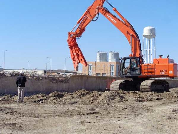 NPK M38 wall demolition
