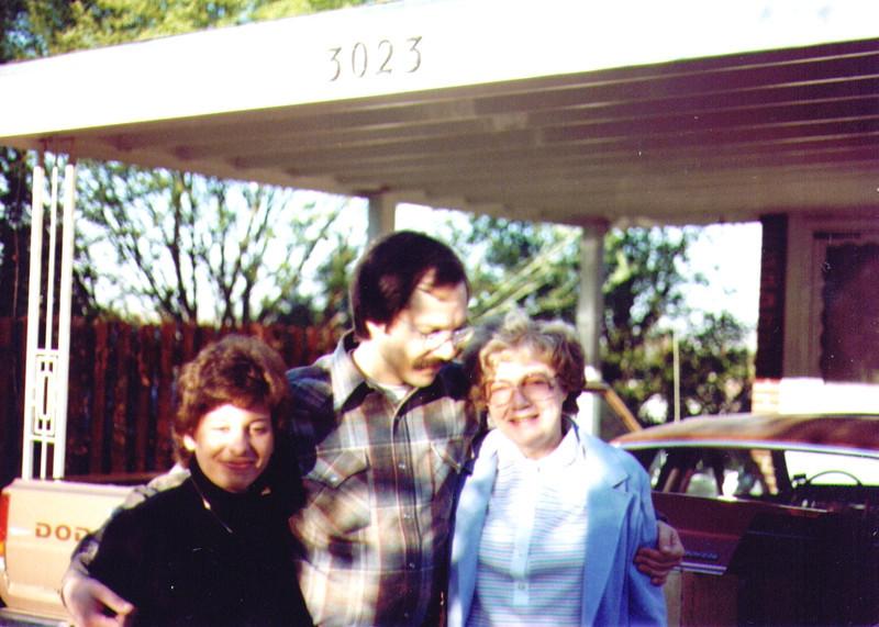 Connie,Dave & Bonnie .jpg