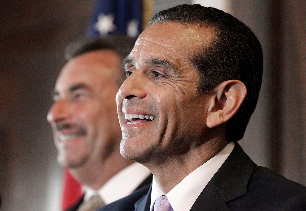 . Los Angeles Mayor Antonio Villaraigosa, right, and Police Chief Charlie Beck discuss the dismissal of the 2001 LAPD consent decree, ending federal oversight of the department prompted by the Rampart corruption scandal, at police headquarters on Thursday, May 16, 2013, in Los Angeles. (AP Photo/Reed Saxon).