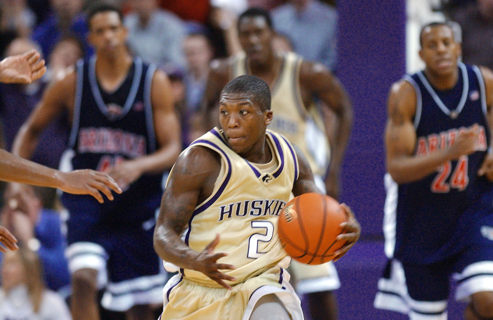 . Arizona players trail as Washington\'s Nate Robinson races upcourt in the second half Thursday, Jan. 29, 2004, in Seattle. Robinson led Washington with 31 points in their 96-83 upset victory. (AP Photo/Elaine Thompson)