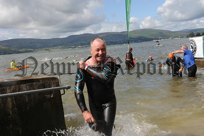 RS1433122 David Lundy exits the water and heads for transition