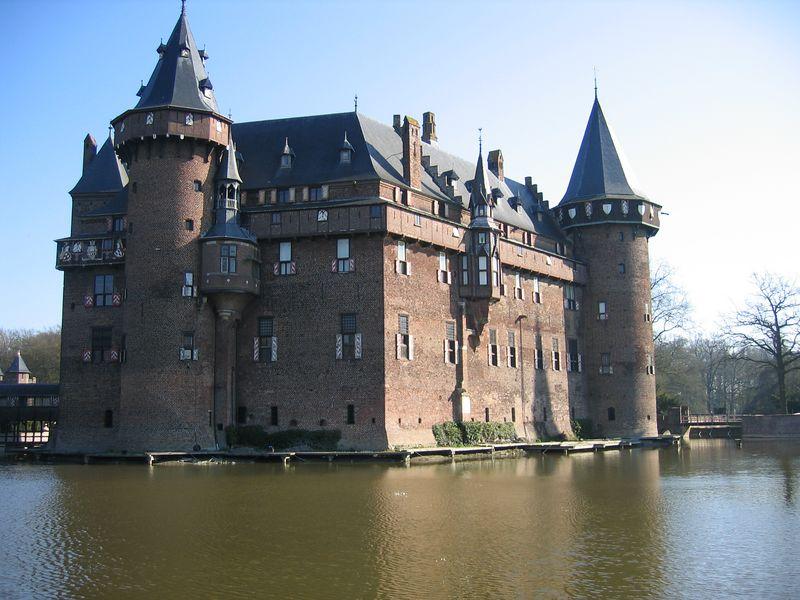castle_moat.jpg
