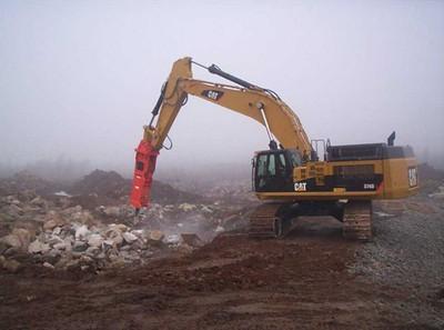 NPK GH40 hydraulic hammer on Cat excavator.jpg