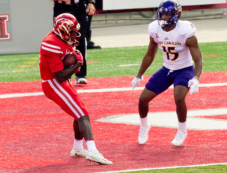 King to Lark for another UH touchdown.   UH 21; ECU 0