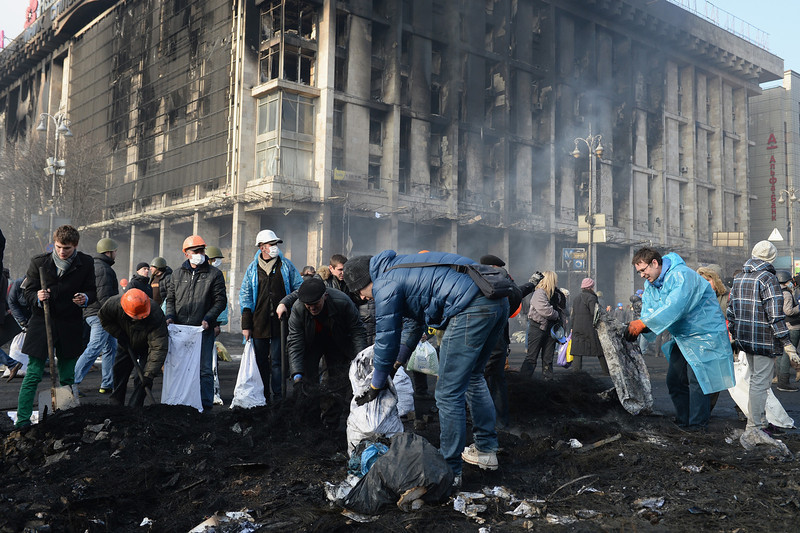 . Anti-government protesters clean up debris following continued clashes with police in Independence square, despite a truce agreed between the Ukrainian president and opposition leaders on February 20, 2014 in Kiev, Ukraine. After several weeks of calm, violence has again flared between police and anti-government protesters, who are calling to oust President Viktor Yanukovych over corruption and an abandoned trade agreement with the European Union  (Photo by Jeff J Mitchell/Getty Images)