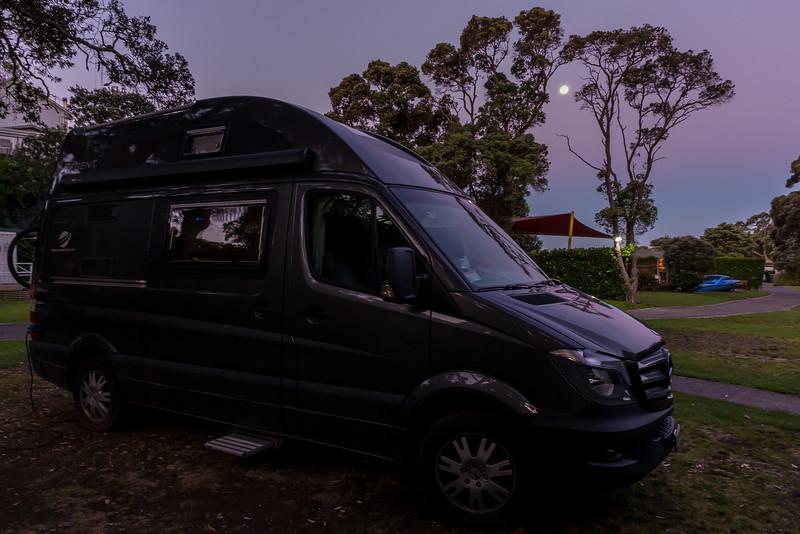 Vollmond auf dem Campingplatz