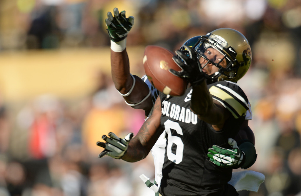 . WR Paul Richardson of University of Colorado (6) tries to reach the pass from QB Connor Wood (5) in the 1st quarter against University of Oregon at Folsom Field. Boulder, Colorado. October 5, 2013. The pass was incomplete. (Photo by Hyoung Chang/The Denver Post)