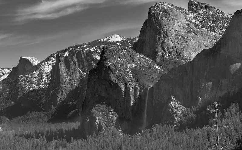 Yosemite Valley BW.jpg