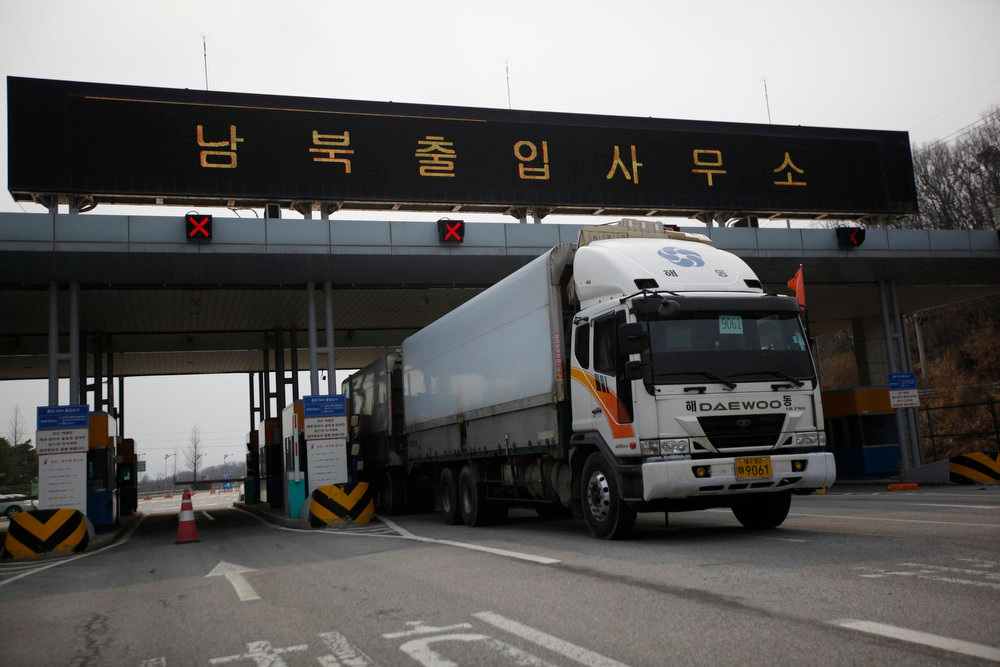 ". A South Korean truck transporting products made in KIC (Kaesong Industrial Complex) passes through a gate at the South\'s CIQ (Customs, Immigration and Quarantine), just south of the demilitarized zone separating the two Koreas, in Paju, north of Seoul, April 8, 2013. North Korea said on Monday it would withdraw its workers from the Kaesong factory park jointly run with South Korea and temporarily suspend all operations there. The sign board reads ""Inter-Korean Transit Office\"".  REUTERS/Kim Hong-Ji"