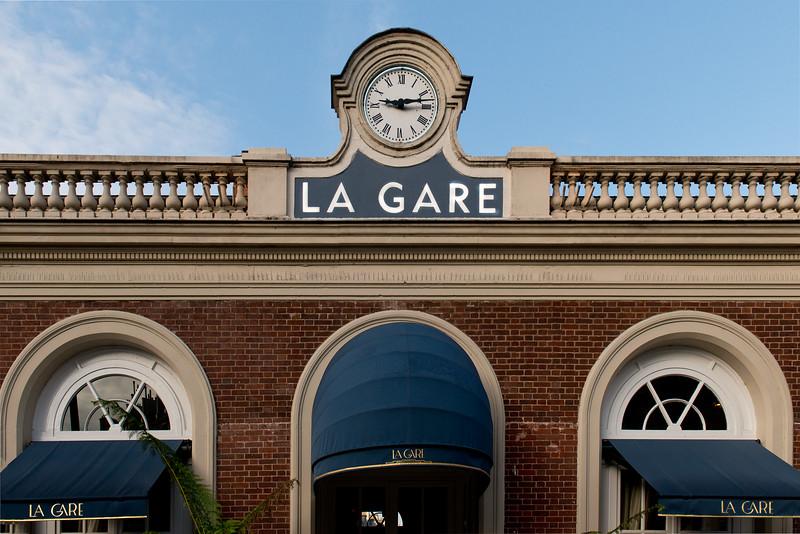 Cafe near a Metro stop - La Gare = the station
