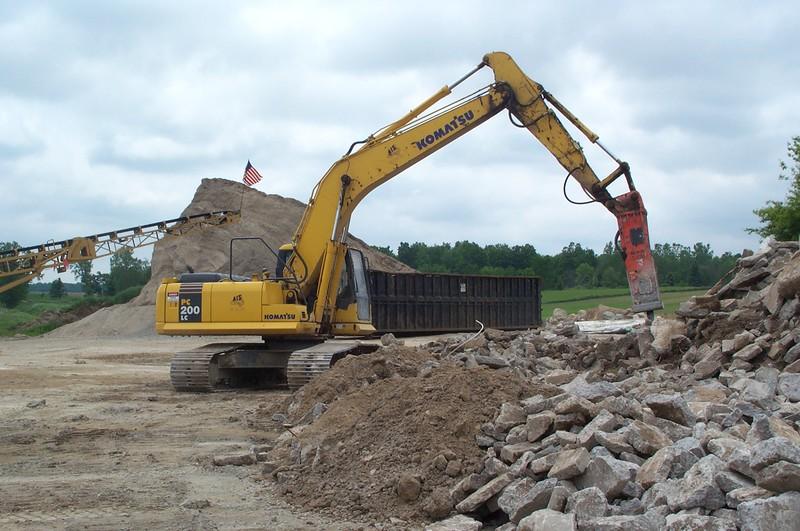 NPK E210 A hydraulic hammer on Komatsu excavator (2).JPG