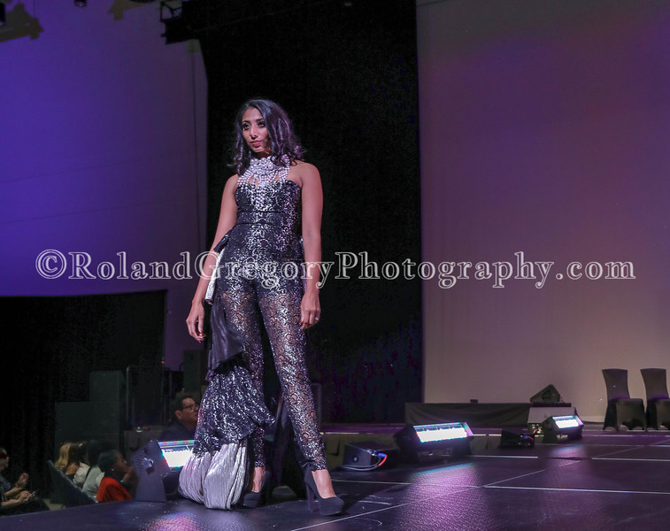 100 Womens Fashion show2019-3558.jpg