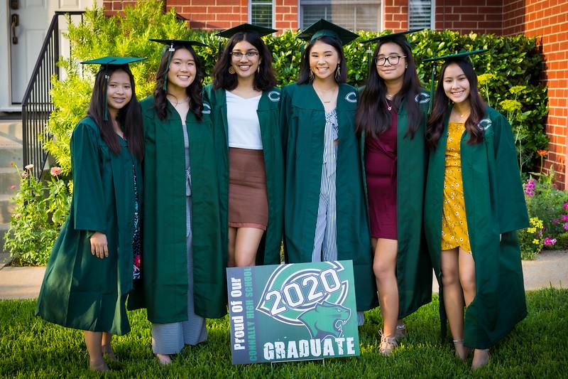 20200521_sarah-friends-connally-graduation_028.jpg