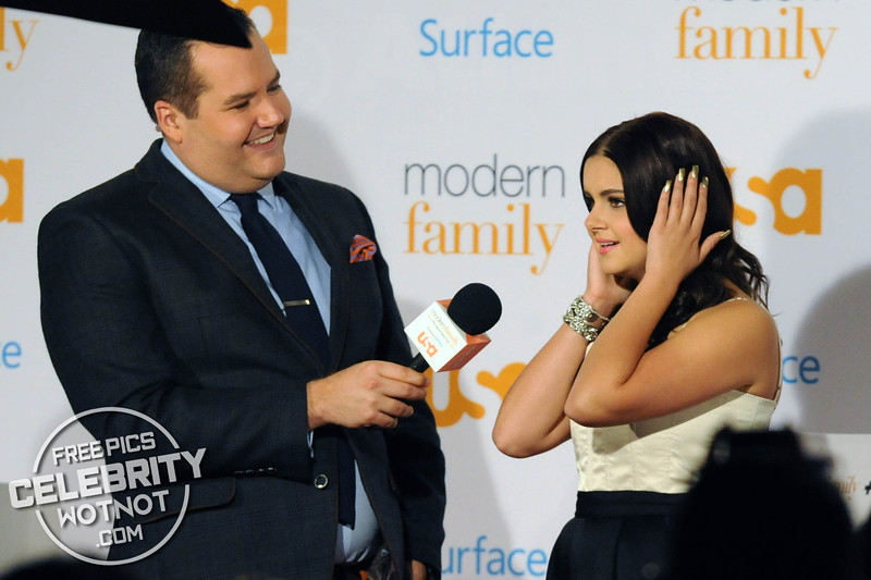 Ariel Winter, Sarah Hyland, and Modern Family Cast Members At Fan Appreciation Day