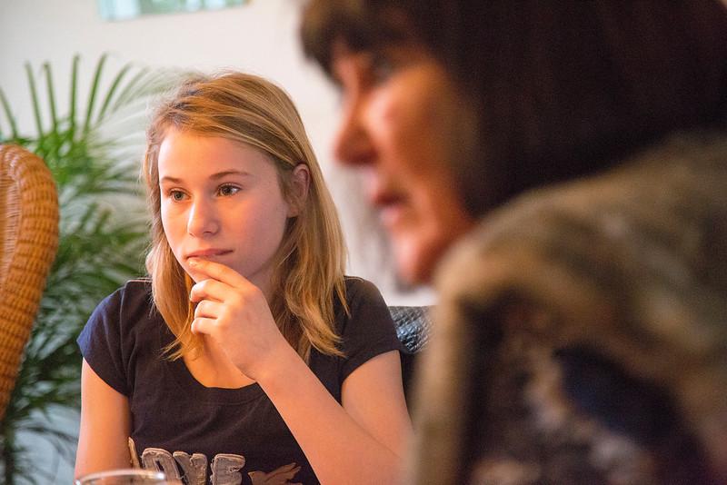 Amsterdam, 9 januari 2015, Oorlog in mijn buurt, interview van leerlingen van de Anne Frankschool met Karin en Irene te Hoeve,  foto: Katrien Mulder