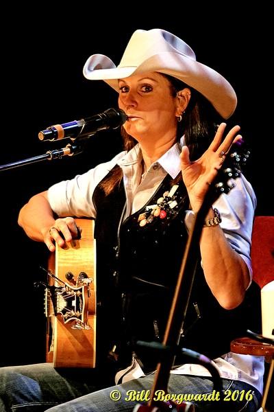 Terri Clark at Dow 097a.jpg