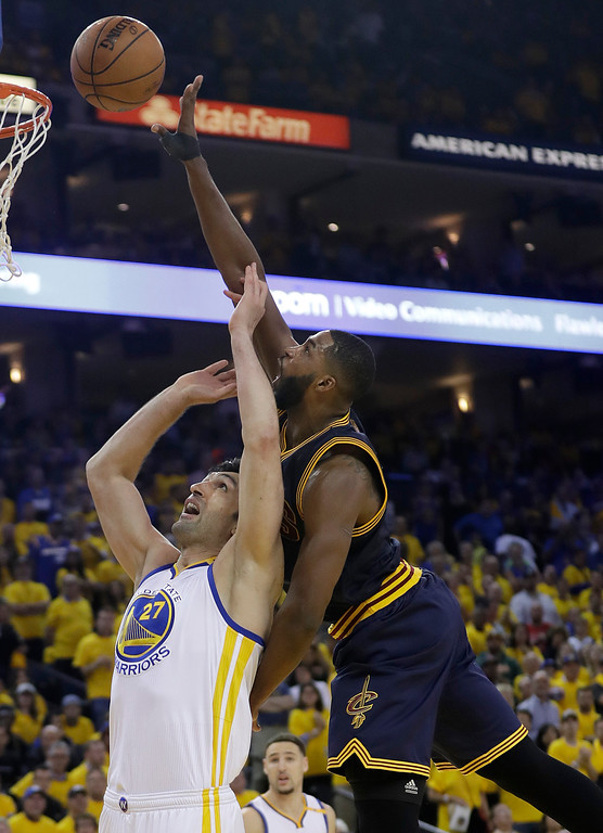 . Cleveland Cavaliers center Tristan Thompson, right, shoots against Golden State Warriors center Zaza Pachulia during the second half of Game 1 of basketball\'s NBA Finals in Oakland, Calif., Thursday, June 1, 2017. (AP Photo/Marcio Jose Sanchez)