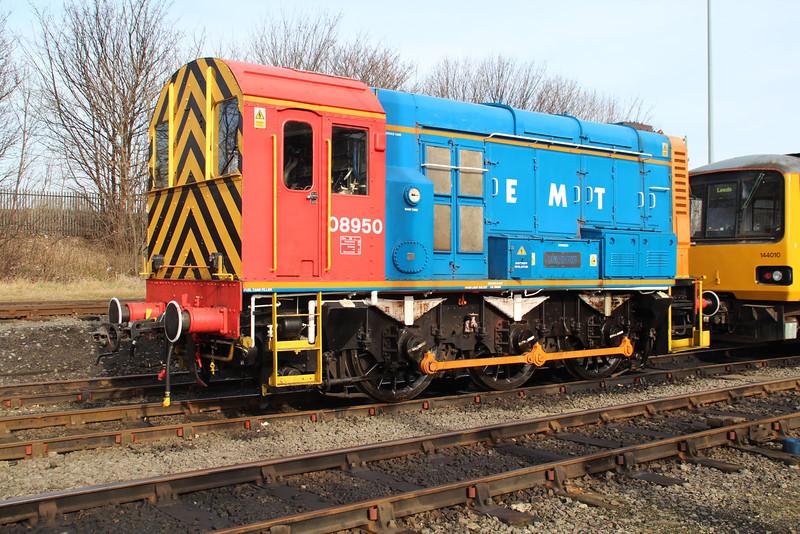EMT Shunter 08950 at Neville Hill.