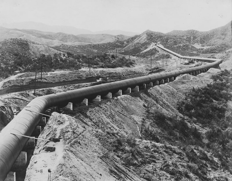 ". The south half of the Soledad siphon of the Los Angeles Aqueduct, also called ""Mulholland\'s Folly,\"" when his \""crazy scheme\"" to bring water 250 miles to Los Angeles was under widespread criticism in 1913. Shortly afterward the aqueduct went into successful operation. (Los Angeles Public Library)"