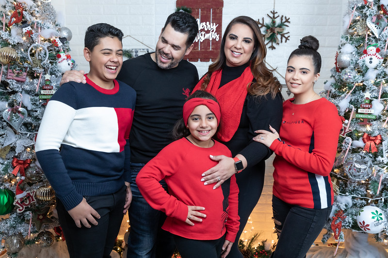 12.18.19 - Vick's Christmas Photo Session 2019 - -87.jpg