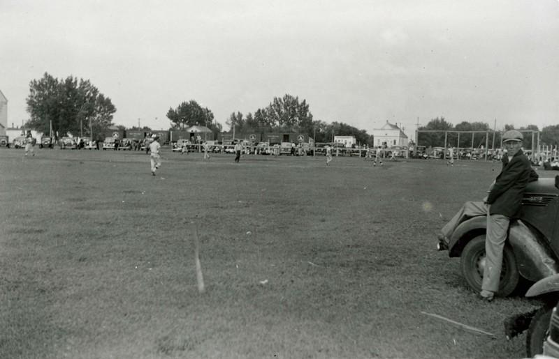 JA086.  Baseball game – Arthur - 1940‡ .jpg