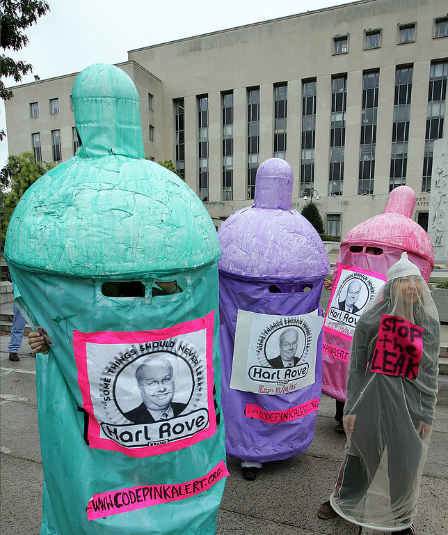 """. Washington, UNITED STATES:  Protesters chanting \""""Some things should never leak, fire Karl Rove\"""" demonstrate outside the US District Court House where White House Deputy Chief of Staff Karl Rove is testifying before the grand jury for the fourth time 14 October, 2005, in Washington, DC. The grand jury is investigating who in the government leaked the identity of CIA agent Valerie Plame and whether any crime was committed as a result.   (TIM SLOAN/AFP/Getty Images)"""