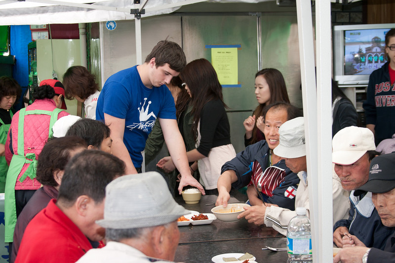 Serving lunch to the homeless