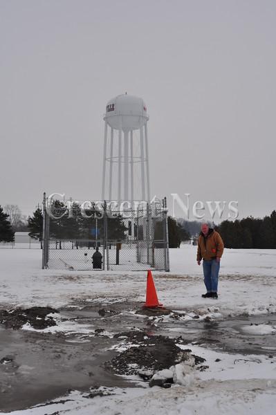 01-31-14 NEWS Hicksville's Wells