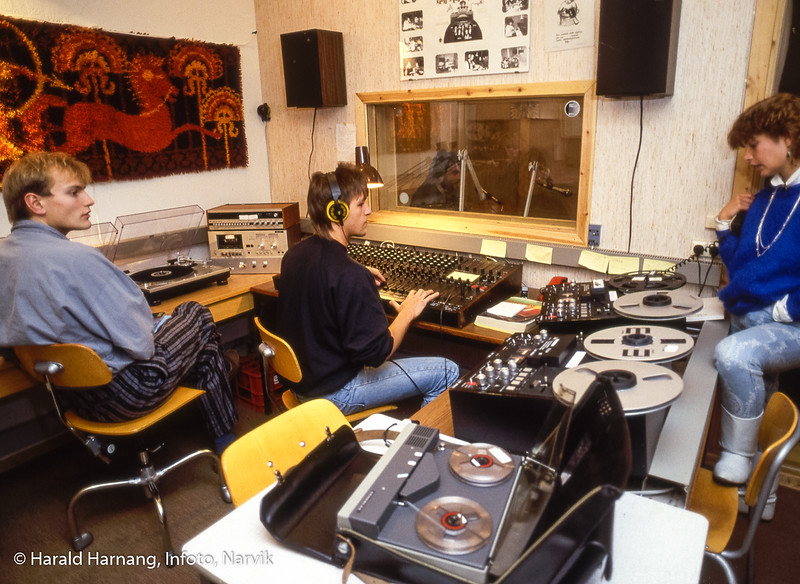 Studentradioen, Radio Stroganoff. Narvik ingeniørhøgskole. Bilde tatt til slides-serie for å promotere skolen i ulike sammenhenger.