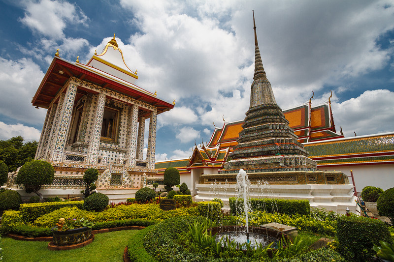 Beautiful garden & architecture at Wat Arun.