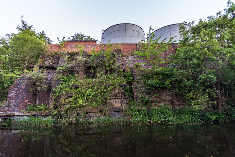 Cliffs on the Leeds and Liverpool Canal